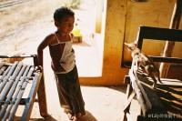 [11849] 偶遇的缅甸小男孩和他的小猫咪,还有他的姐姐和弟弟