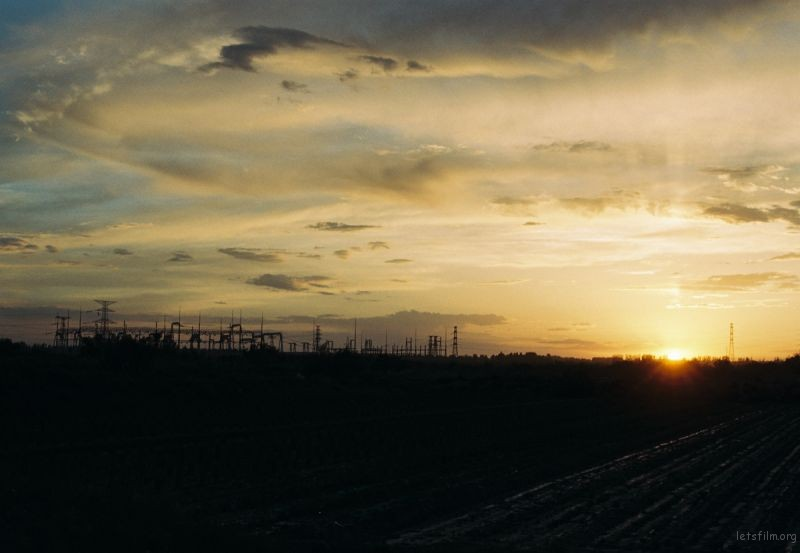 西北黄昏,我家远处的一所变电厂