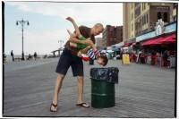 【神级街拍】看摄影师如何完美演绎「决定性瞬间」