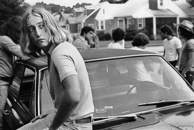 约瑟夫‧萨博,《Tom on his Car》,1977年。图/取自The Guardian。
