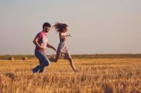 摆脱平淡无趣游客照,来拍组清新浪漫情侣照吧!