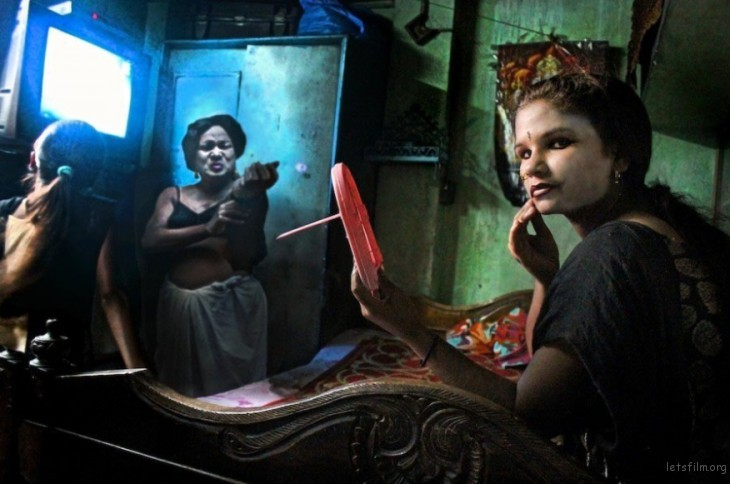 """In the Shadows of Kolkata"" 系列的其中一幅,by Souvid Datta."