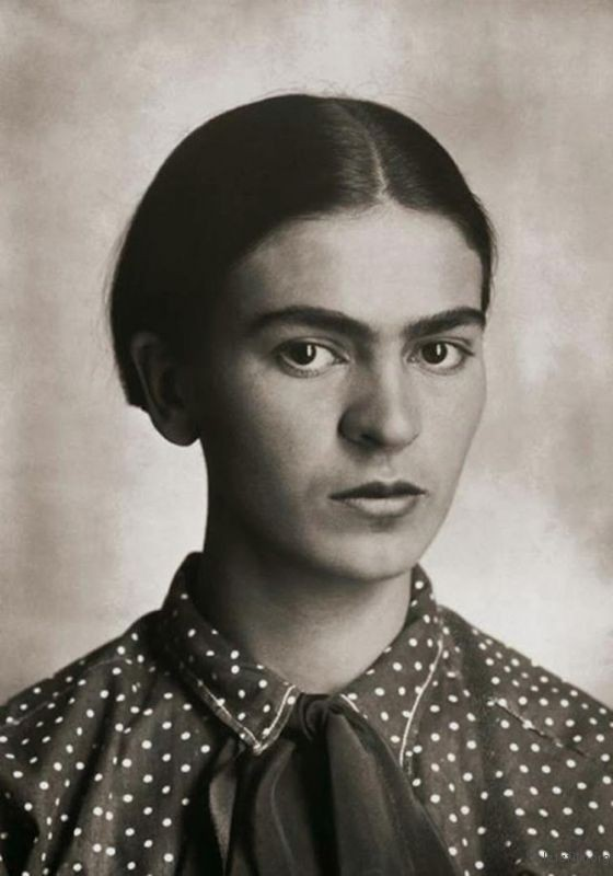 rare-frida-kahlo-photographs-1