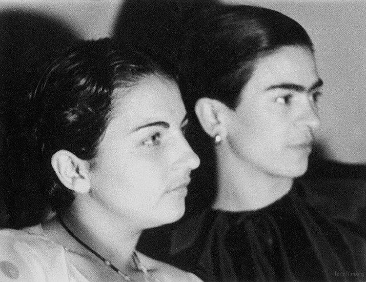 rare-frida-kahlo-photographs-11