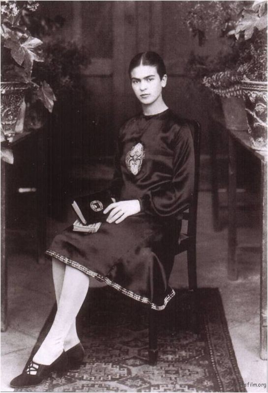 rare-frida-kahlo-photographs-12