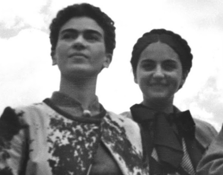 rare-frida-kahlo-photographs-13
