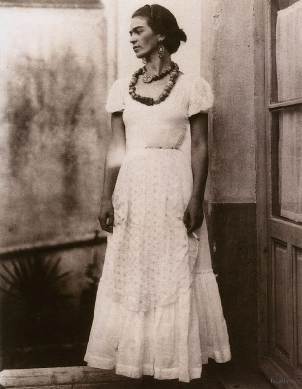 rare-frida-kahlo-photographs-17