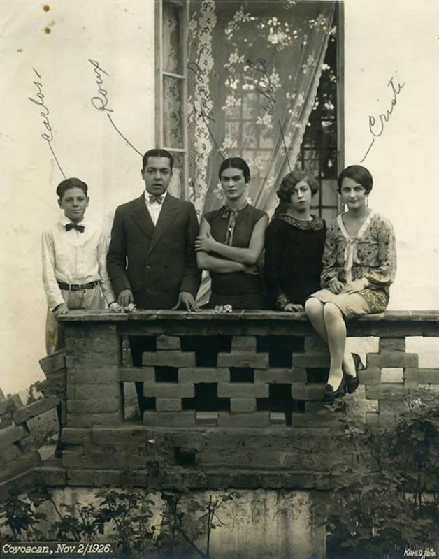 rare-frida-kahlo-photographs-20