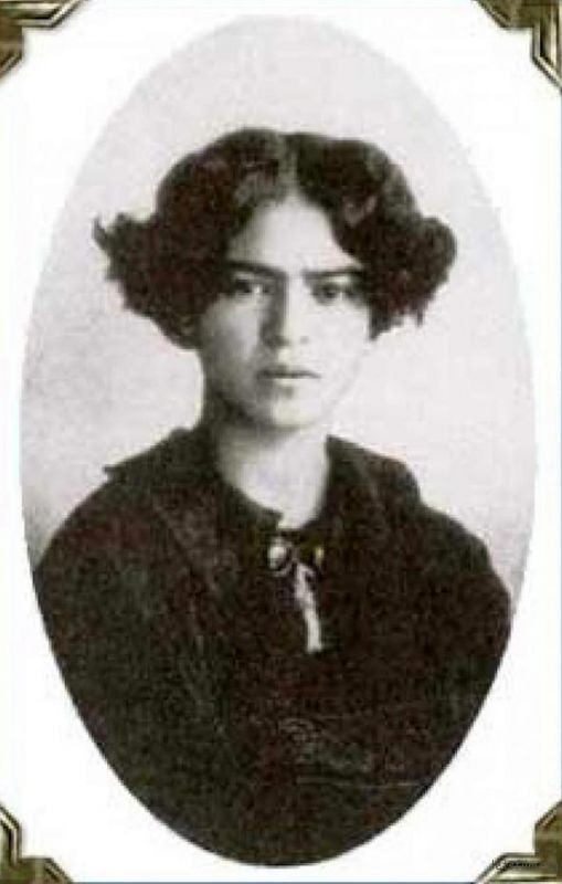 rare-frida-kahlo-photographs-6