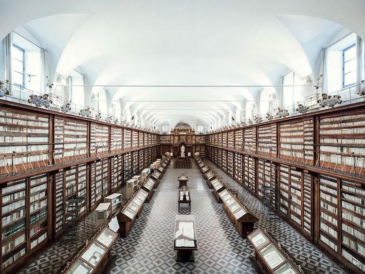 卡萨纳特图书馆,罗马,建造于 1701 年
