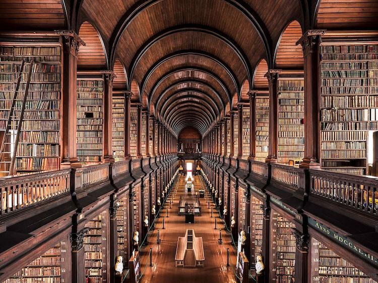 三一学院图书馆,都柏林,建造于 1732 年