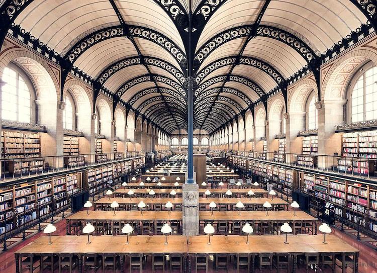 圣日内维耶图书馆,巴黎,建造于 1850 年