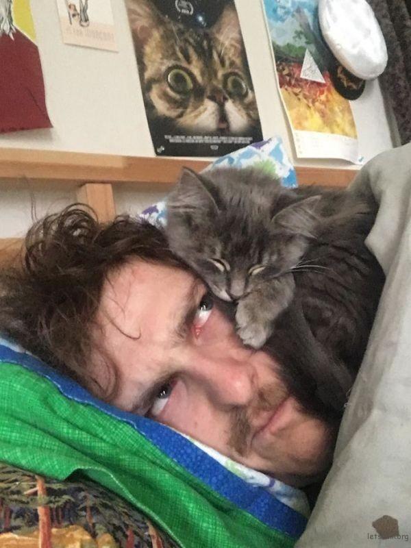 不是我不想起床,是他不让