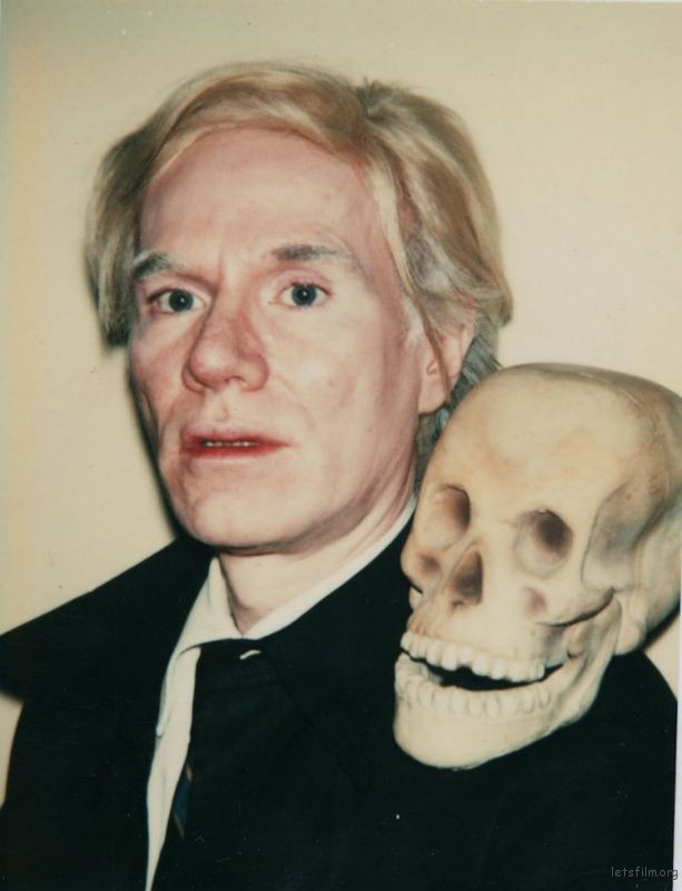和头骨的自拍. 1977 Andy Warhol (Image via The Andy Warhol Foundation for the Visual Arts Inc)