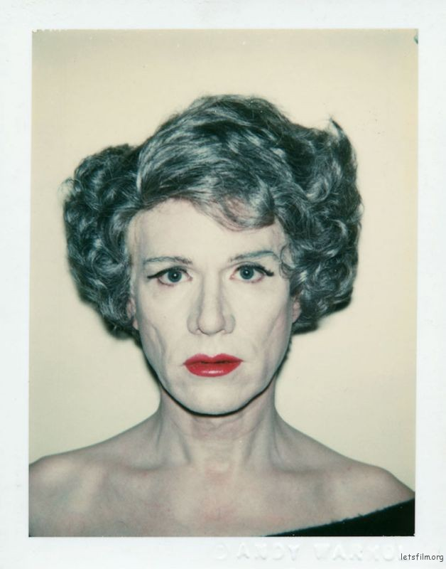 女装自拍. 1980 Andy Warhol (Image via The Andy Warhol Foundation for the Visual Arts Inc)