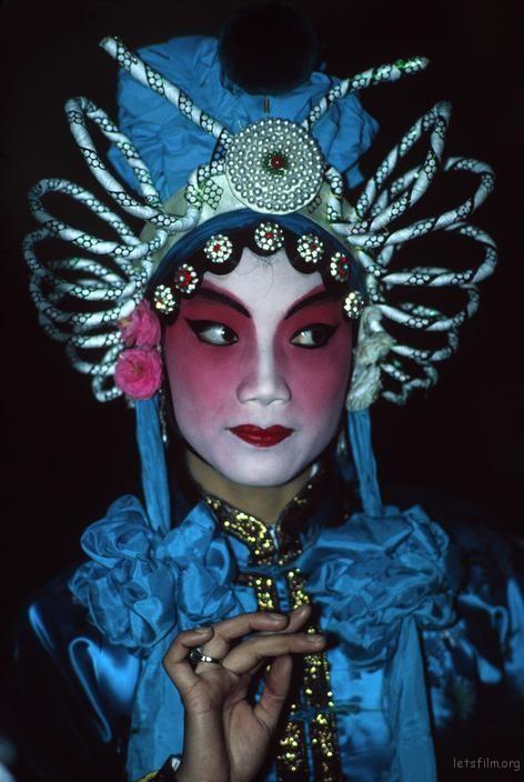 在工人文化宫里的京剧爱好者