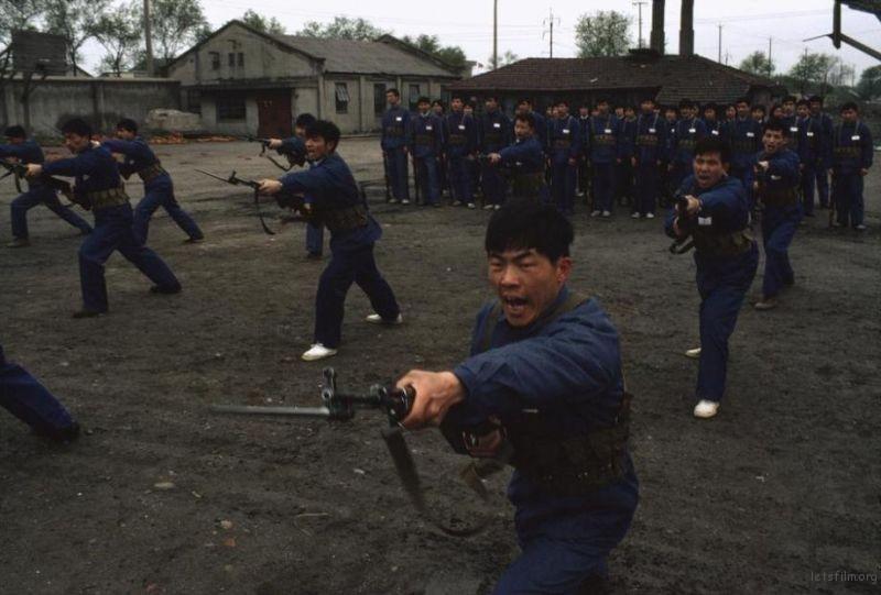 青年民兵正在进行刺杀训练