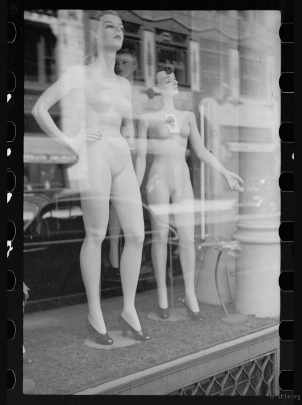 John Vachon / 1940 / Department store models, Chicago, Illinois