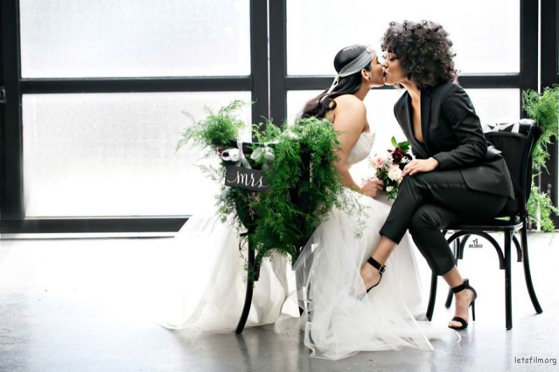 lgbt-wedding-pictures-20-593568a35d26a__880
