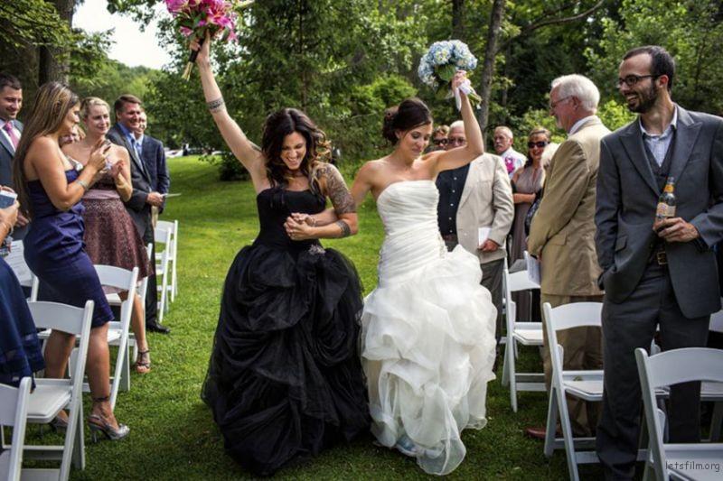 lgbt-wedding-pictures-37-59356ec0dd7fc__880