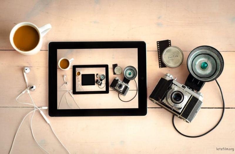 wood-coffee-camera-desk-16510