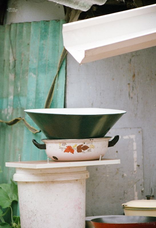 每次对这种有着历史的物件,都非常喜欢,是蕴藏时代的器皿。