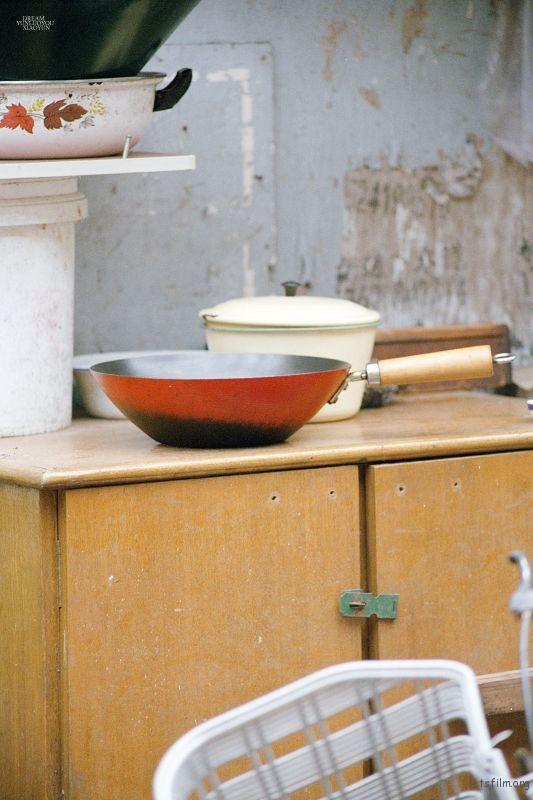 每次对这种有着历史的物件,都非常喜欢,是蕴藏时代的器皿