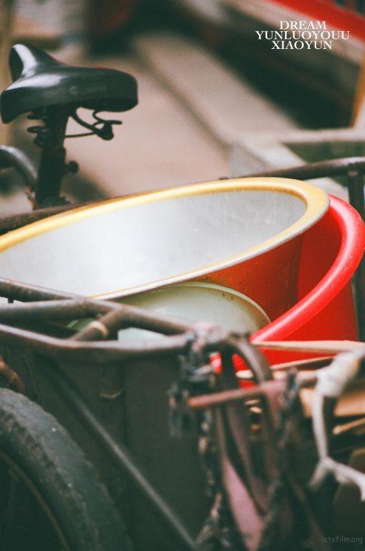老旧的不仅是建筑,还有那些生活里的锅碗瓢盆。