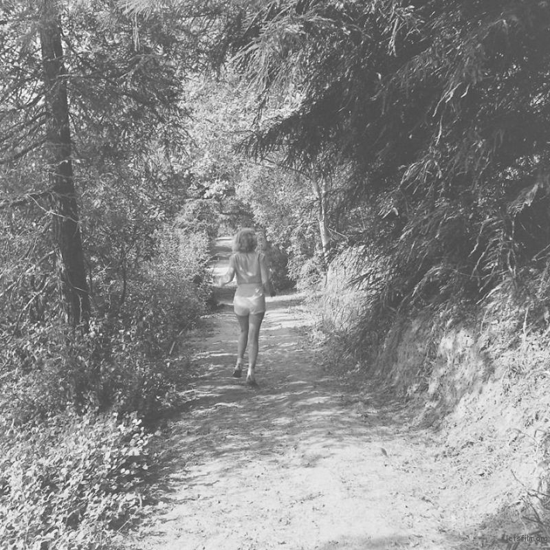 Marilyn-Monroe-rare-photos-in-the-woods-596b7018e8bfe__880
