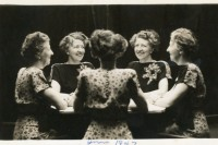 一百年前,人们就可以一张照片同时自拍5个角度,怎么拍的?
