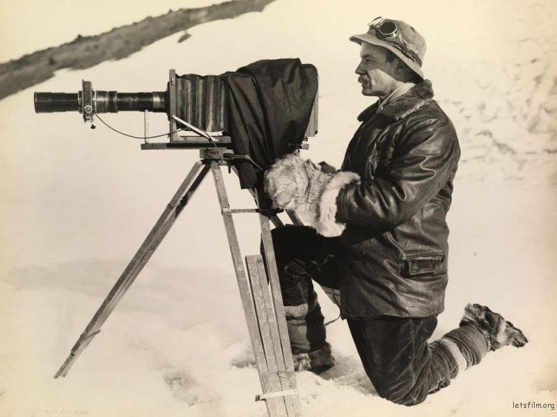 摄影师 Herbert Ponting 和他的相机