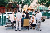 [14960] 夏天把白昼拉长,胡同里的人在过慢悠悠的时光。