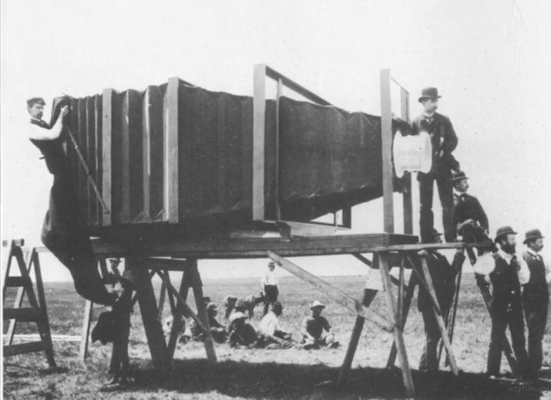 1900年Giant 900lb相机,由George R.Lawrence制造,专门用于拍摄火车