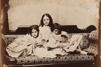 一百多年前,爱丽丝作者镜头下的萝莉少女