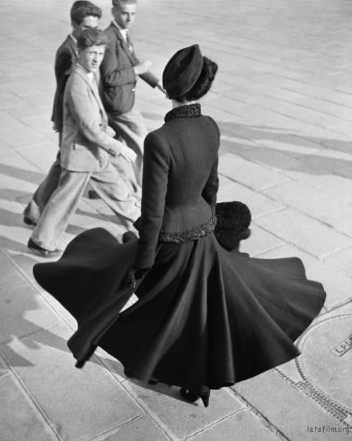 Renée,Dior New Look,摄于巴黎协和广场,1947年8月