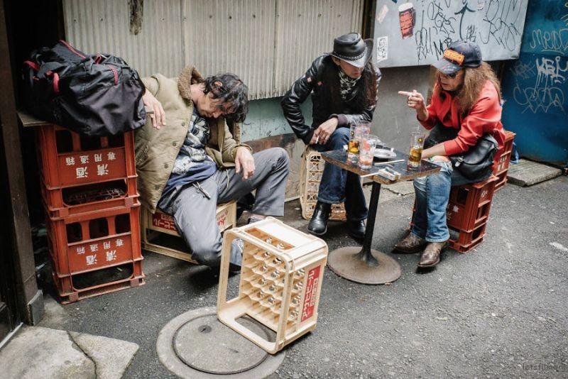 drunk-japanese-photography-lee-chapman-1-59c0c53ad57d8__880