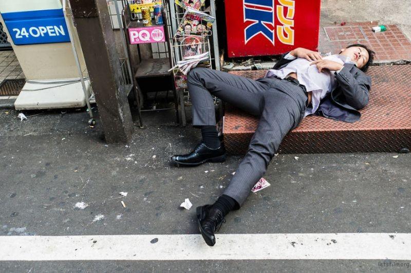 drunk-japanese-photography-lee-chapman-10-59c0c51769ce0__880