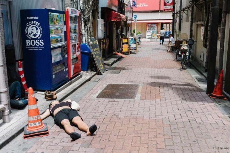 drunk-japanese-photography-lee-chapman-14-59c0c52013212__880
