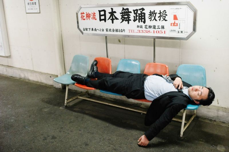 drunk-japanese-photography-lee-chapman-17-59c0c5260b531__880