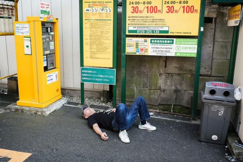 drunk-japanese-photography-lee-chapman-18-59c0c5298a1fd__880