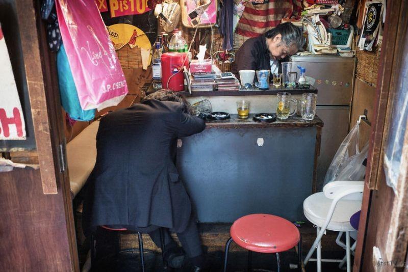 drunk-japanese-photography-lee-chapman-21-59c0c530c7b89__880