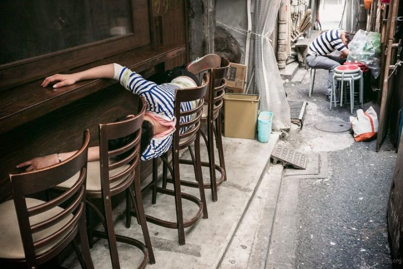 drunk-japanese-photography-lee-chapman-23-59c0c536c8bc8__880
