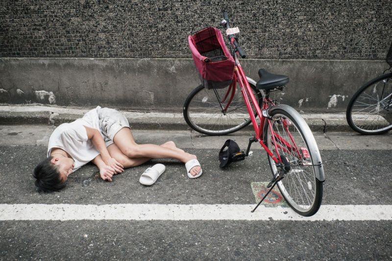 drunk-japanese-photography-lee-chapman-3-59c0c540d885d__880