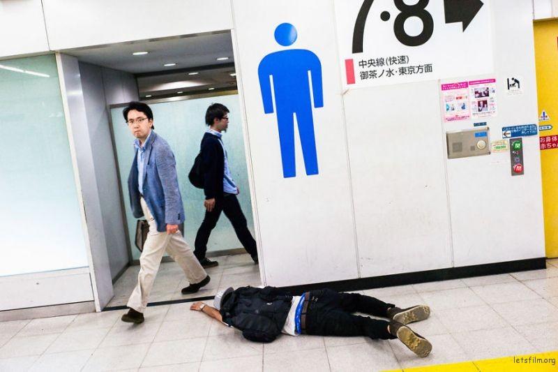 drunk-japanese-photography-lee-chapman-5-59c0c547c103c__880