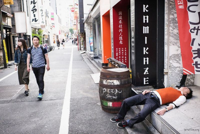 drunk-japanese-photography-lee-chapman-6-59c0c54a71fea__880