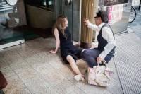 摄影师镜头下日本街头宿醉的男人女孩