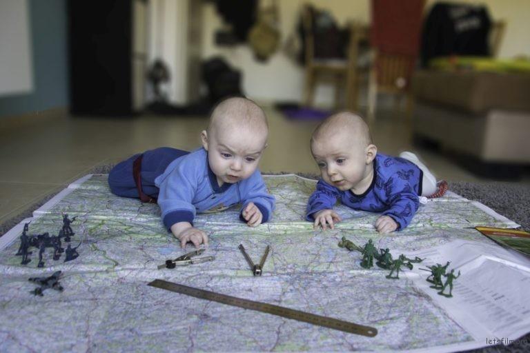 guy-twins-p-04-768x512
