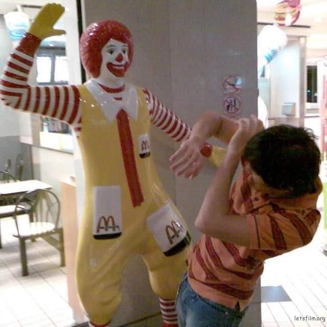 麦当劳叔叔:我勒个去,刚刚就是你欺负我对不对