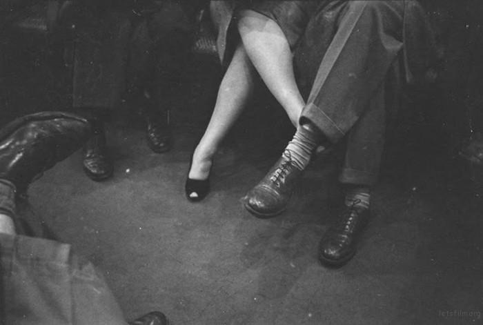 vintage-photographs-new-york-street-life-stanley-kubrick-30-59a91d263139a__700