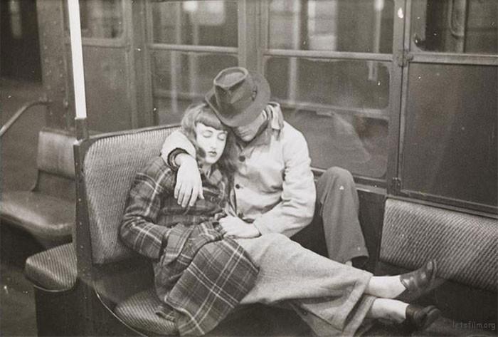 vintage-photographs-new-york-street-life-stanley-kubrick-9-59a94f90076de__700